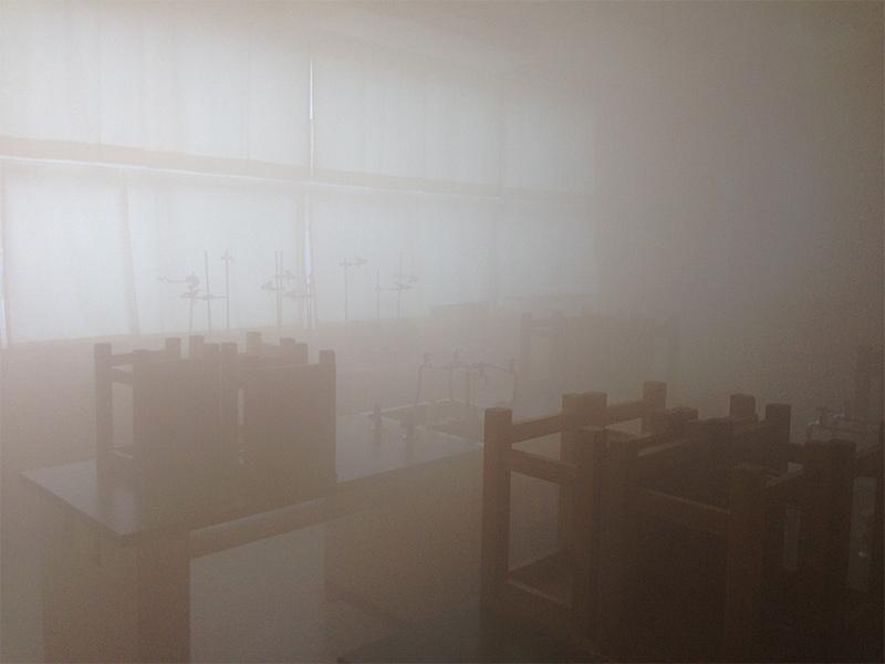 理科室を使った白煙体験