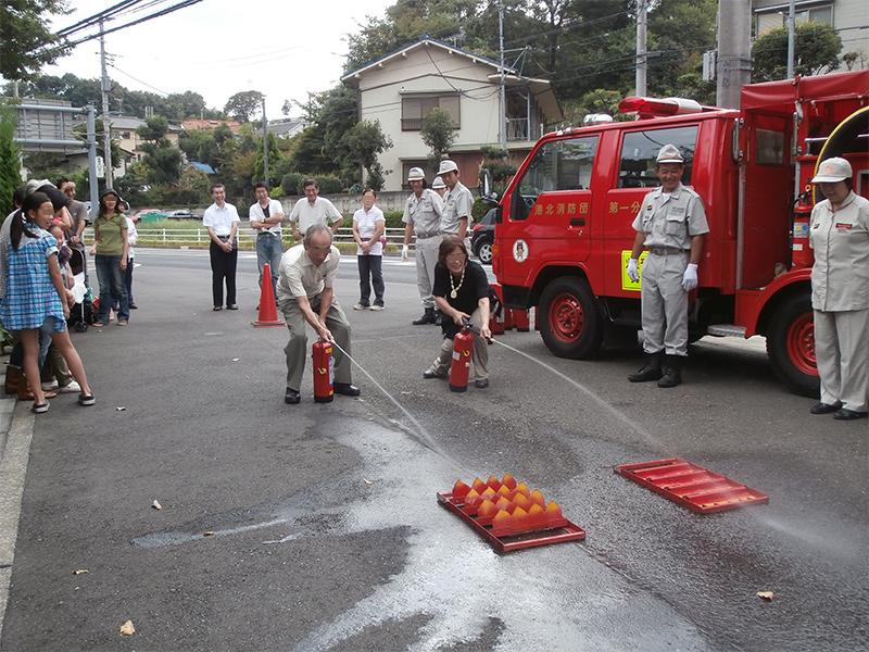 水消火器による消化訓練