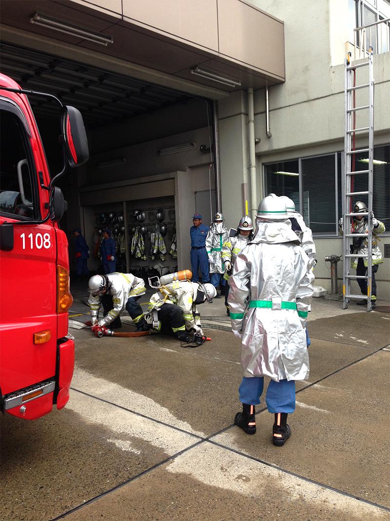 消防隊員との合同訓練
