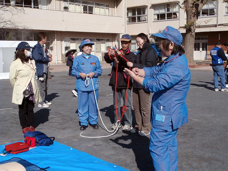 地域防災拠点訓練(ヒモの結び方)