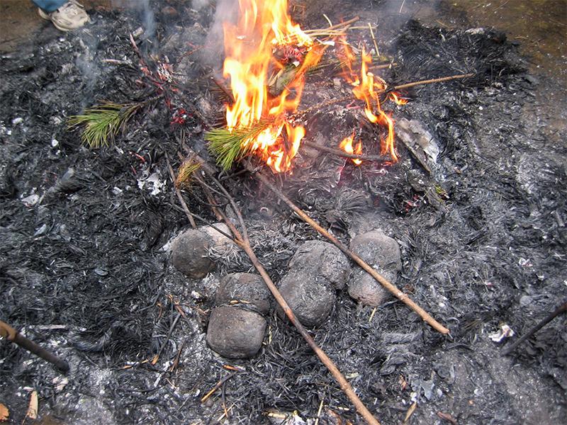 サイノ神と炎の風景